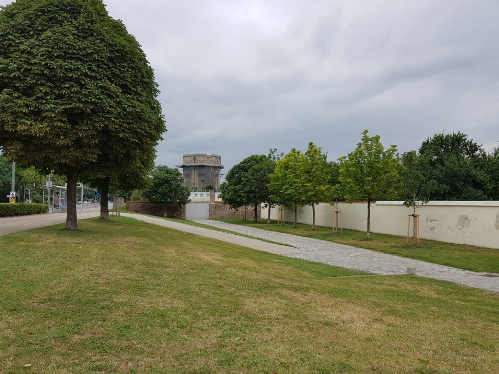 The meeting point was in front of the Augarten park's main gate, you can see a flak tower built back then in WW2.